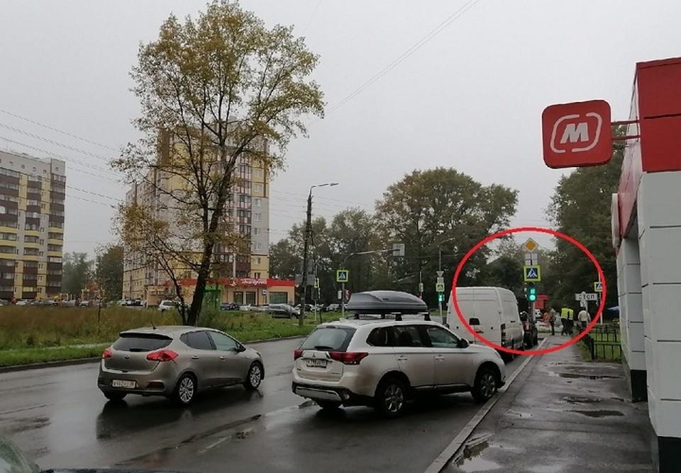 Главная дорога поворачивает налево с Гончарной на Гагарина, если едешь со стороны Ленинградской