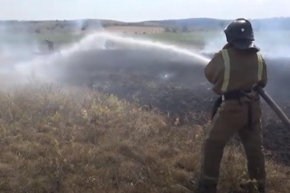 Для тушения пожара от МЧС привлекались 4 спецмашины и 18 сотрудников. Фото: МЧС ДНР
