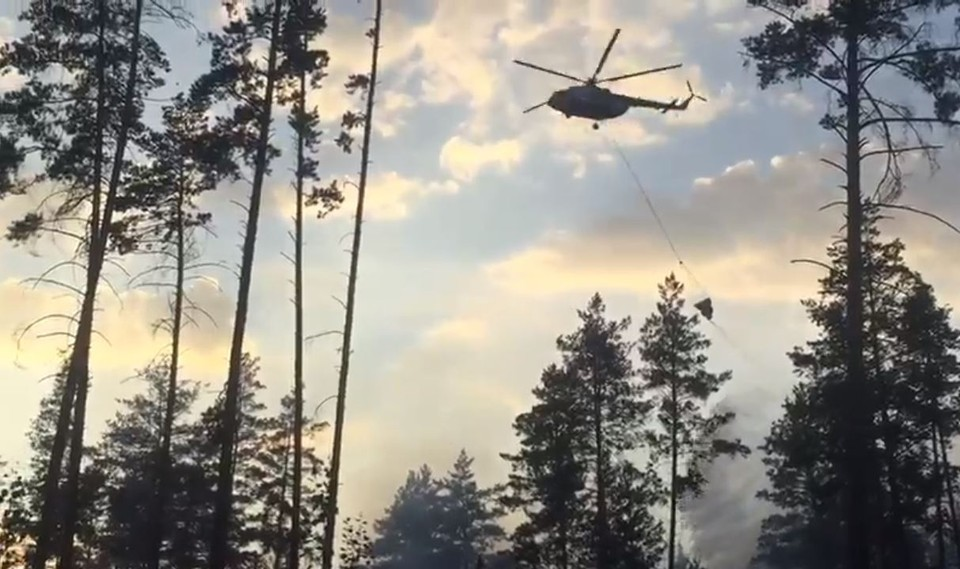 К тушению леса привлекают вертолеты