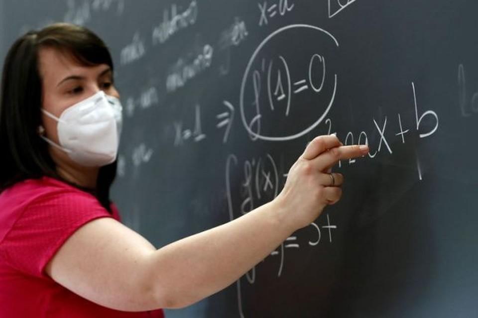 Учителей необходимо вакцинировать за счет государства! (Фото: komandorva.livejournal.com).