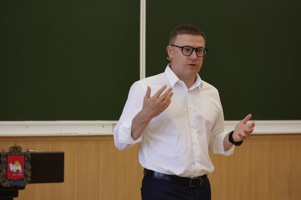 Губернатор говорил со студентами о самом важном - об учебе и интересе к жизни, о будущем страны и региона. Фото: gubernator74.ru