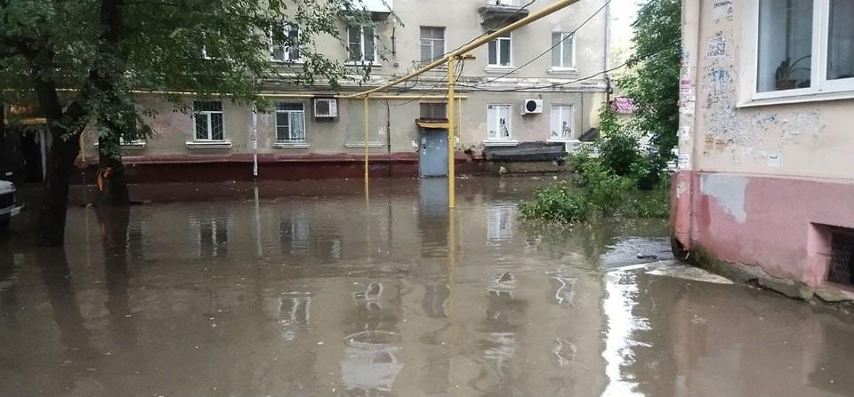 Дворы на Ломоносова в Саратове ушли под воду