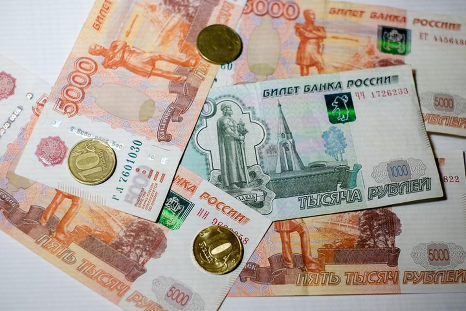 В кошельке было 100 тысяч рублей наличными