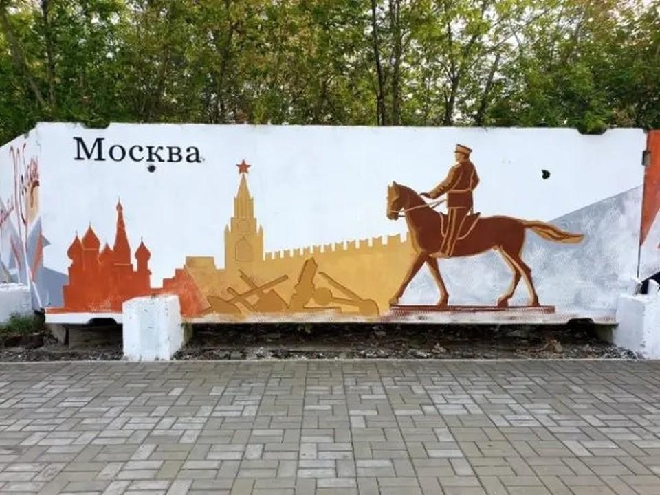 Граффити наносили 16 художников.