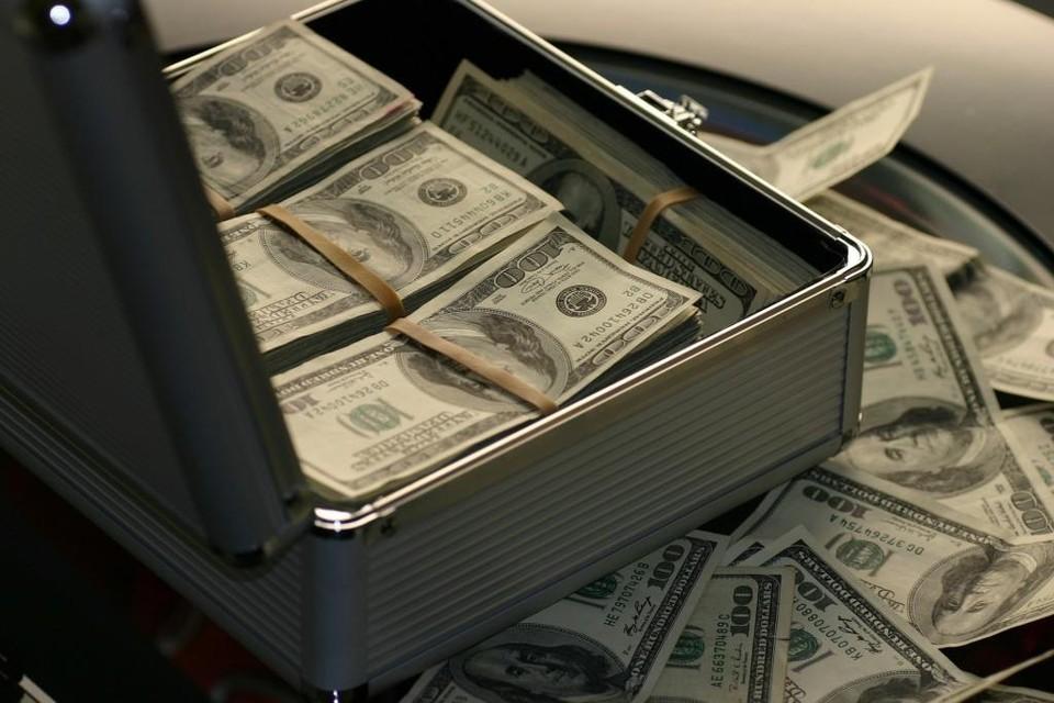 Доллар на выходных значительно подешевеет