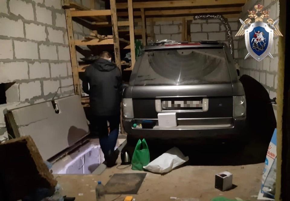 Тот самый гараж, где держали девушку.