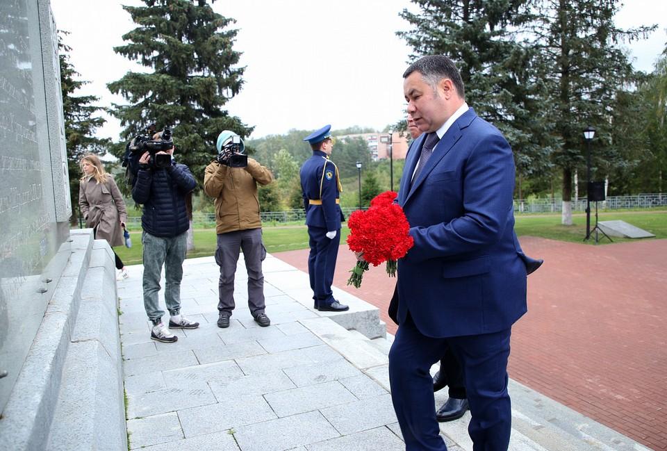 Игорь Руденя возложил цветы к Ржевскому мемориалу