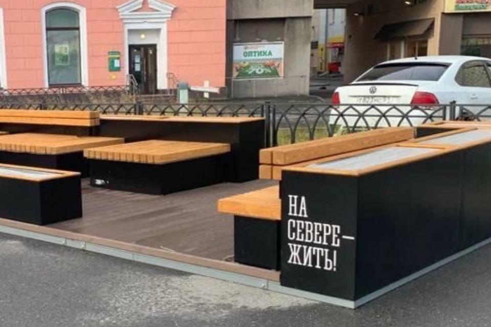 Парклет - это платформа со скамейками и столиками. Фото: правительство Мурманской области