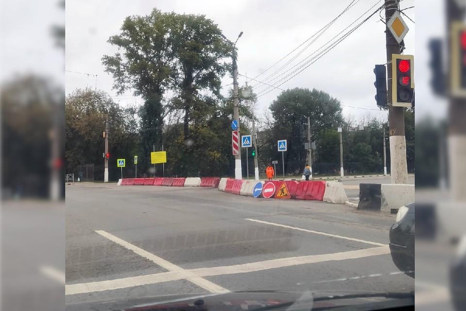 Набережная Лазури закрыта. Фото: VK/Подслушано у водителей. Тверь