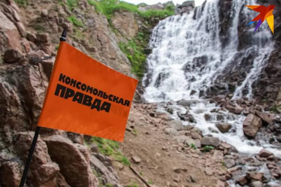 Водопад в Териберке столкнулся с сильным ветром.