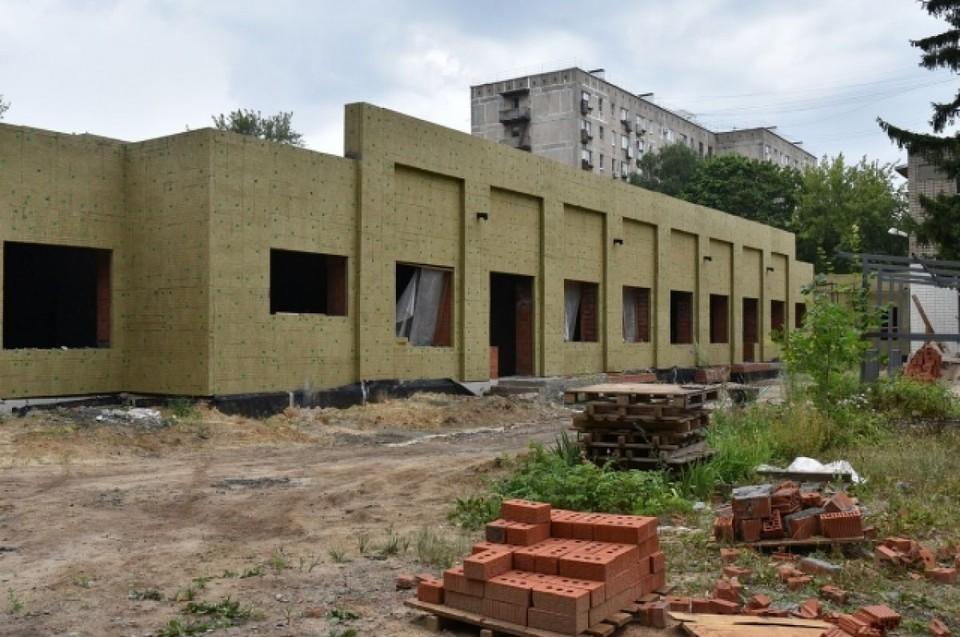 Пристройка к зданию детсада №99 в июле 2021-го, когда расторгался договор с предыдущим подрядчиком.