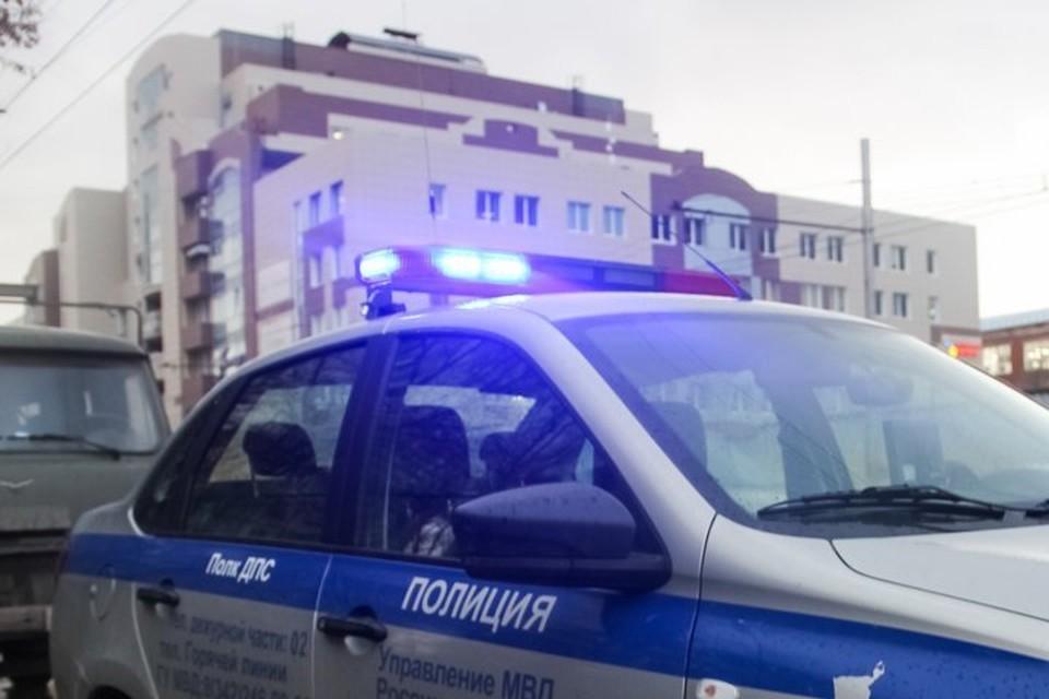 Злоумышленника задержали полицейские и увели в отдел.