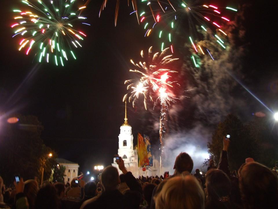 В прошлые годы фейерверк проходил на Соборной площади.