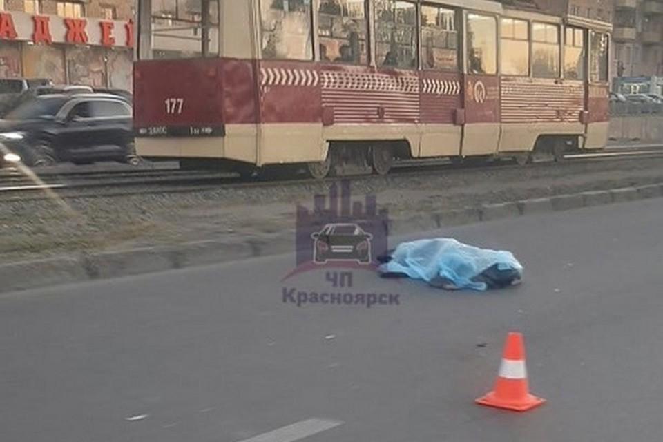В Красноярске водитель на ВАЗе насмерть сбил пешехода. Фото: ЧП Красноярск