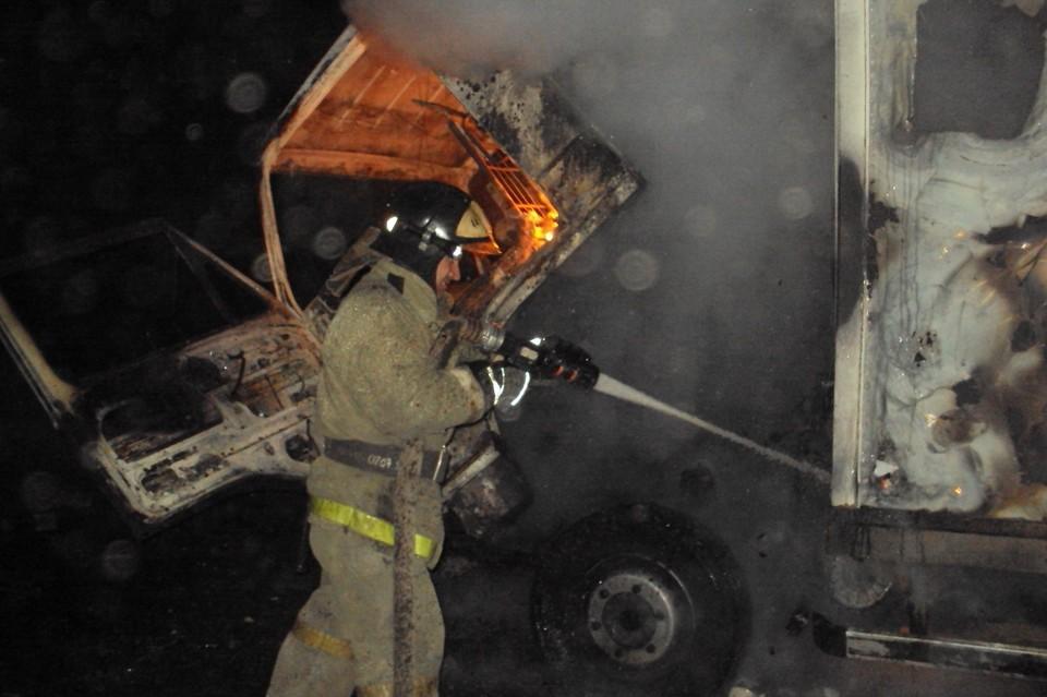Грузовик потушили через 14 минут после звонка о пожаре.