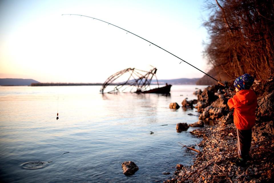 Рыбаки должны точно знать - где и когда какую рыбу можно ловить. Иначе - наказание!