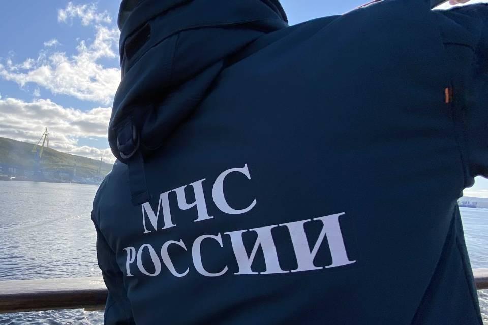 В районе бухты Долгая Щель ищут четырех пропавших человек.