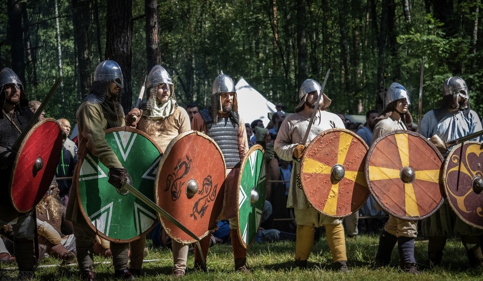 Сроки проведения фестиваля исторической реконструкции «Гнёздово» перенесли на 2022 год. Фото: официальный сайт музея-заповедника «Гнёздово».