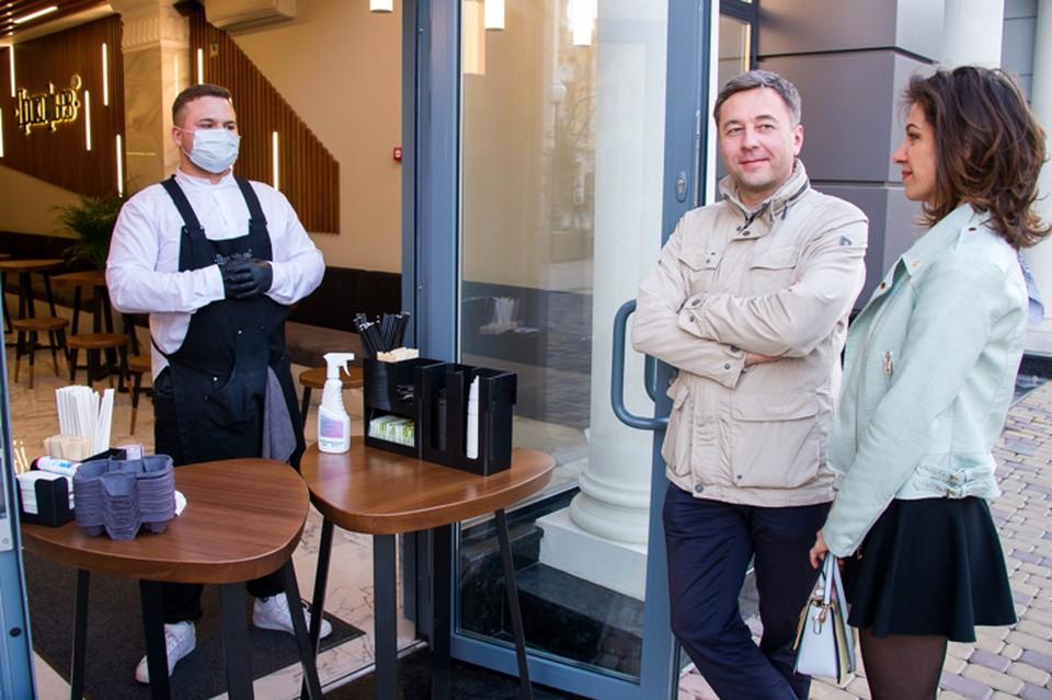 Кафе и ресторанам запретили работать по ночам в июне