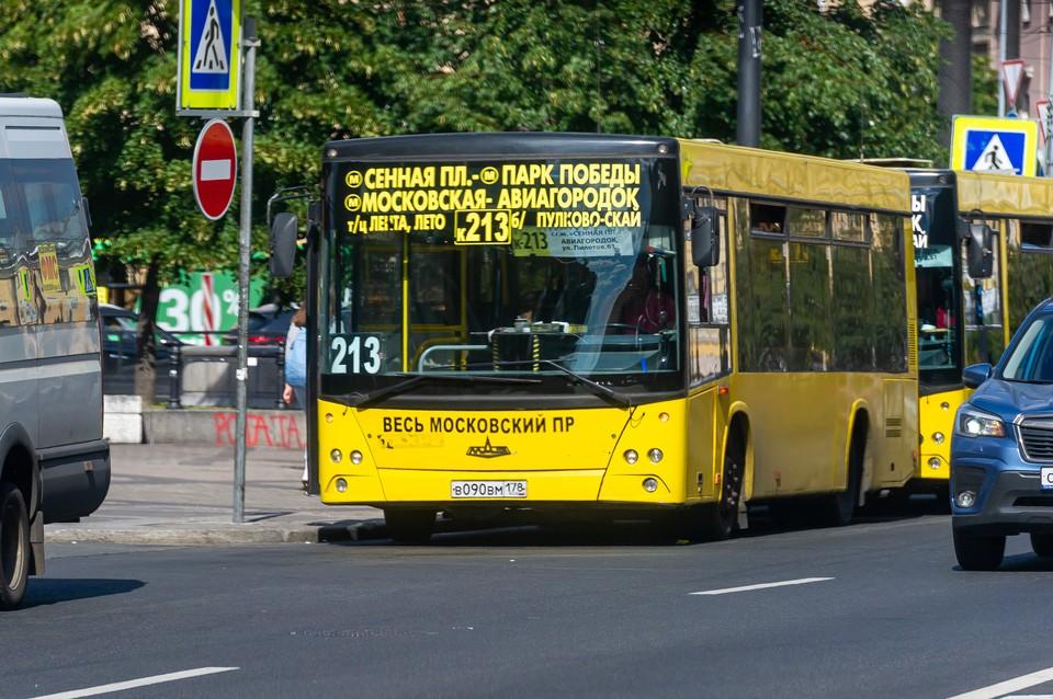 Коммерческие перевозчики подписали контракты на обслуживание маршрутов в Петербурге с 2022 года