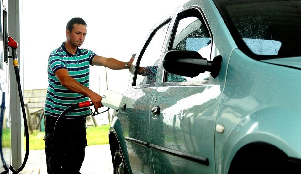 """Во всем мире в """"коронакризис"""" цены на бензин падают, а в России - растут!"""