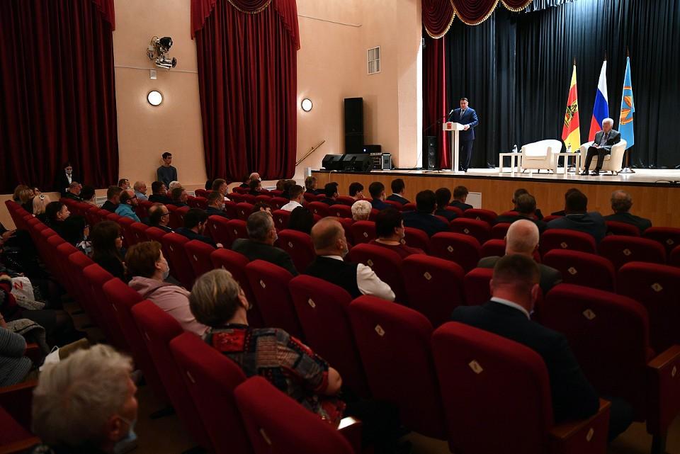 В Бологом губернатор провел встречу с представителями общественности.