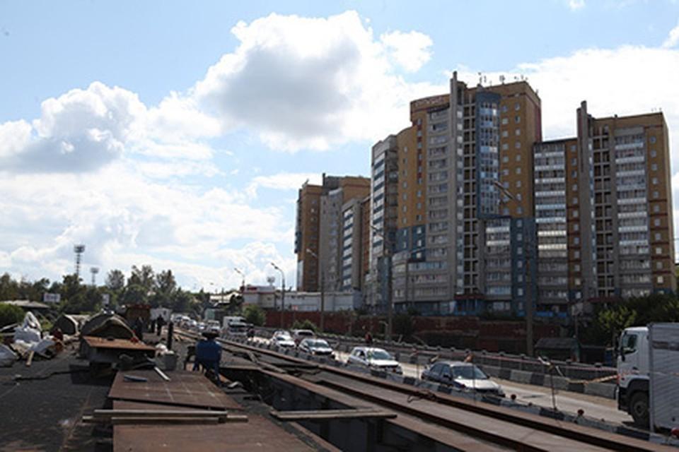 Пролетные балки путепровода на улице Джамбула в Иркутске поставили на опоры. Фото: администрация Иркутска