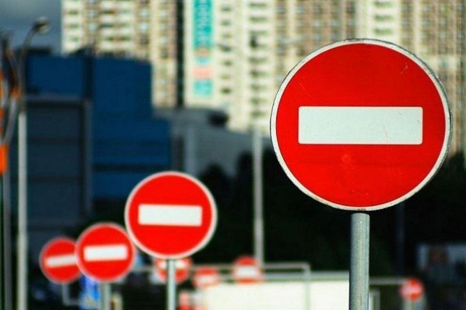 Перекрывать движение будут сразу в нескольких местах, водителям в День города лучше не ехать в центр.