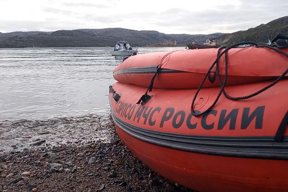 На месте происшествия работают сотрудники инспекторского участка Никеля. Фото: МЧС Мурманской области