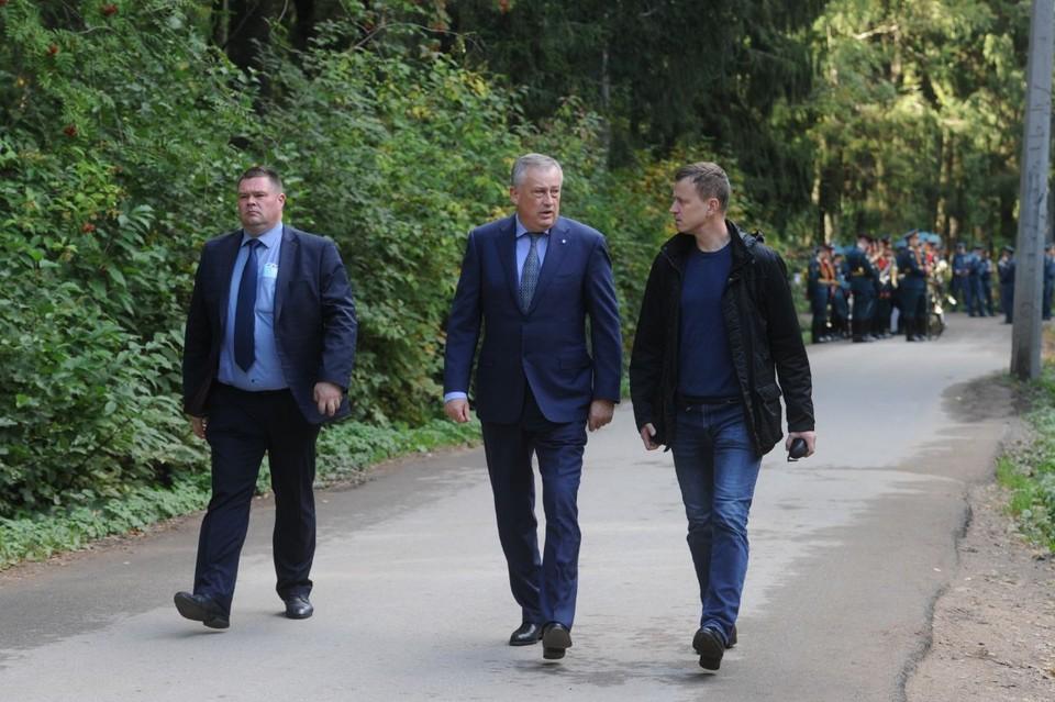 Губернатор Ленобласти прибыл на похороны главы МЧС Евгения Зиничева