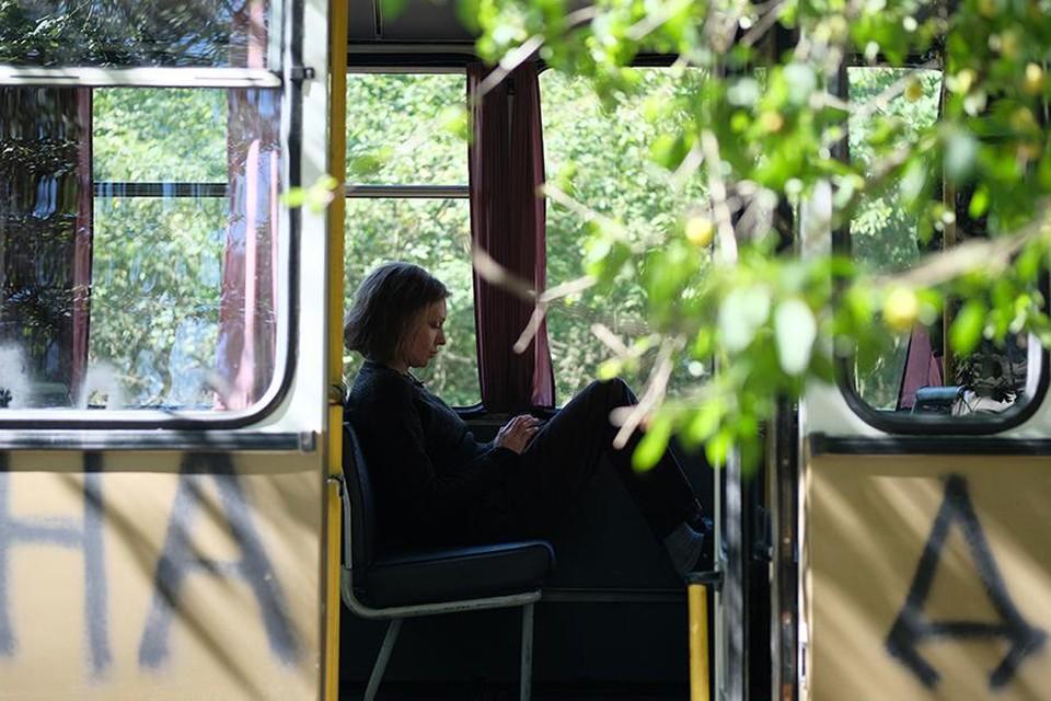 Героиня Ксении Раппопорт - женщина активная, по профессии - водитель автобуса