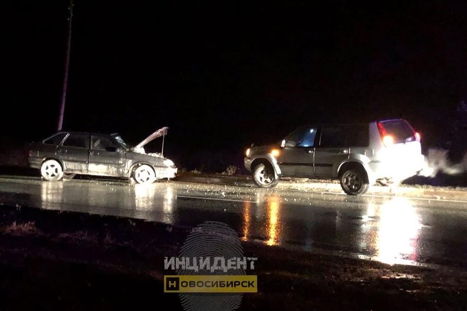 Машины столкнулись в селе. Фото: «Инцидент Новосибирск».
