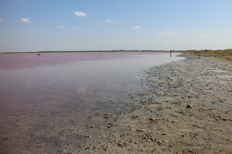 В городе Саки есть озеро с грязями.