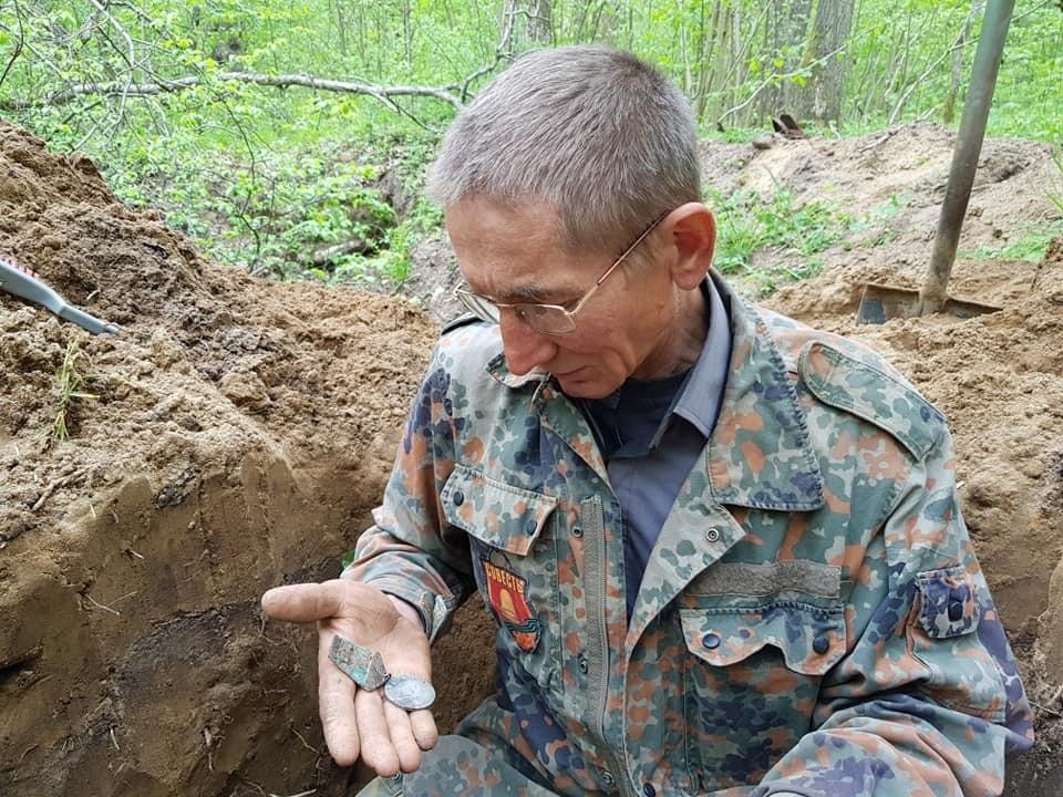 Медаль героя, найденная поисковиками у поселка Черепаново