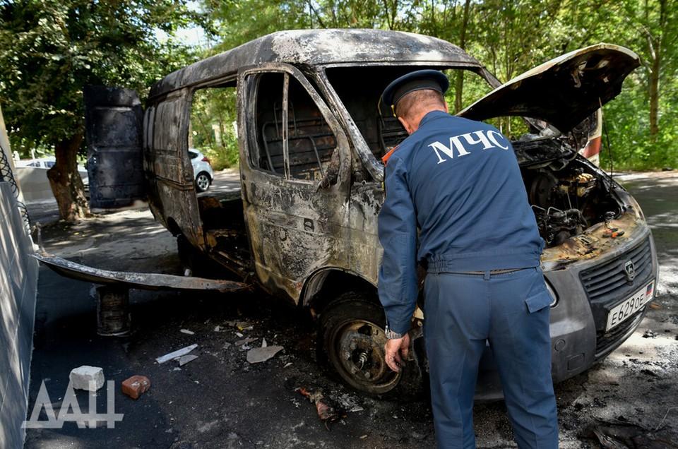 В Донецке загорелась машина скорой помощи. Фото: ДАН