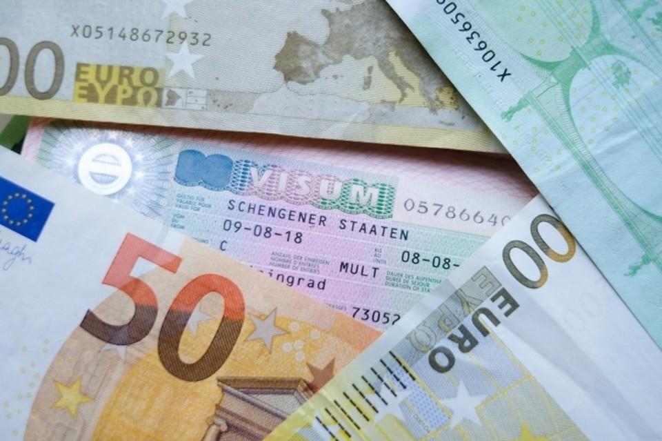 Курс евро упал ниже 86 рублей впервые с июня 2021 года