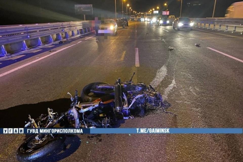Два автомобиля и мотоцикл столкнулись на МКАД. Фото: УГАИ ГУВД Мингорисполкома