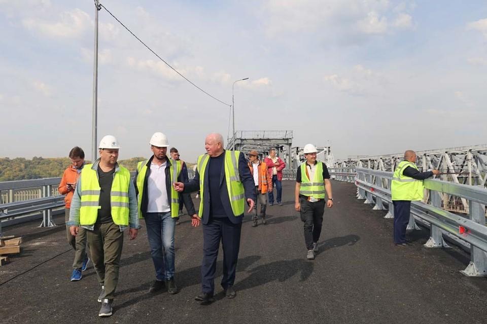 Комиссия проверяет реконструкцию старого моста в Барнауле