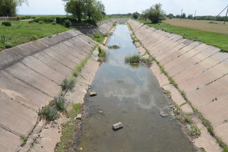 В маловодном Ставропольском крае работают водоемкие химические заводы-гиганты. А сельскохозяйственные предприятия воду загрязняют
