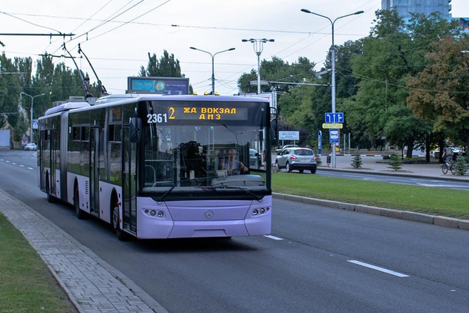 Приостановлено движение троллейбусов по маршруту №2 в направлении железнодорожного вокзала. Фото: ДЭАТ