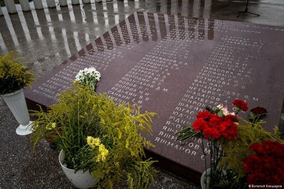 Церемония памяти состоялась на месте авиакатастрофы.