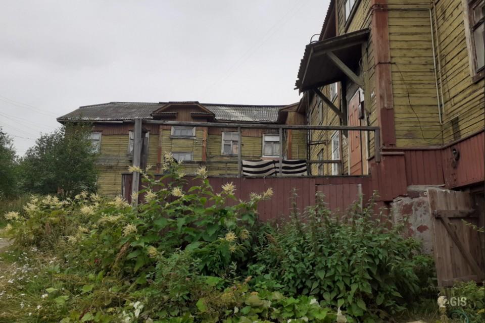Аварийный дом должны снести в течение месяца. Фото: 2gis.ru/murmansk