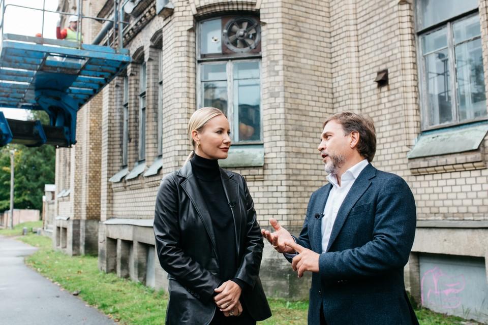 Дмитрий Павлов рассказал телеведущей о восстановлении особняка Кокорева. Фото из личного архива героя публикации.