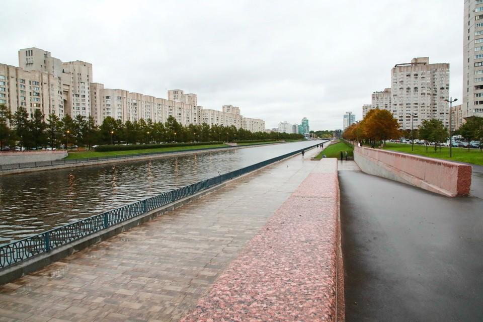 Петербуржцы обнаружили недочеты после благоустройства Новосмоленской набережной. Фото: Смольный