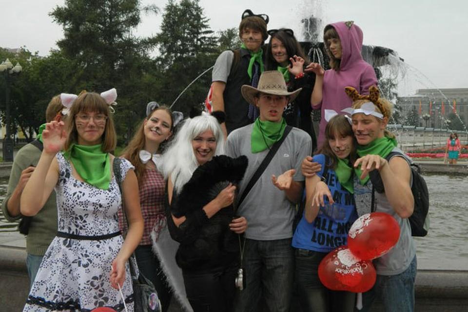 Иркутяне надели костюмы кошек и прошли по улицам города парадом.