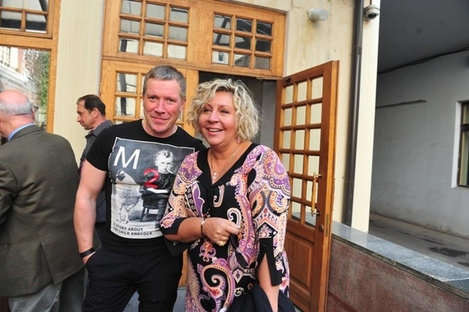 Марина Голуб на сборе труппы МХТ 3 сентября. С Алексеем Кравченко