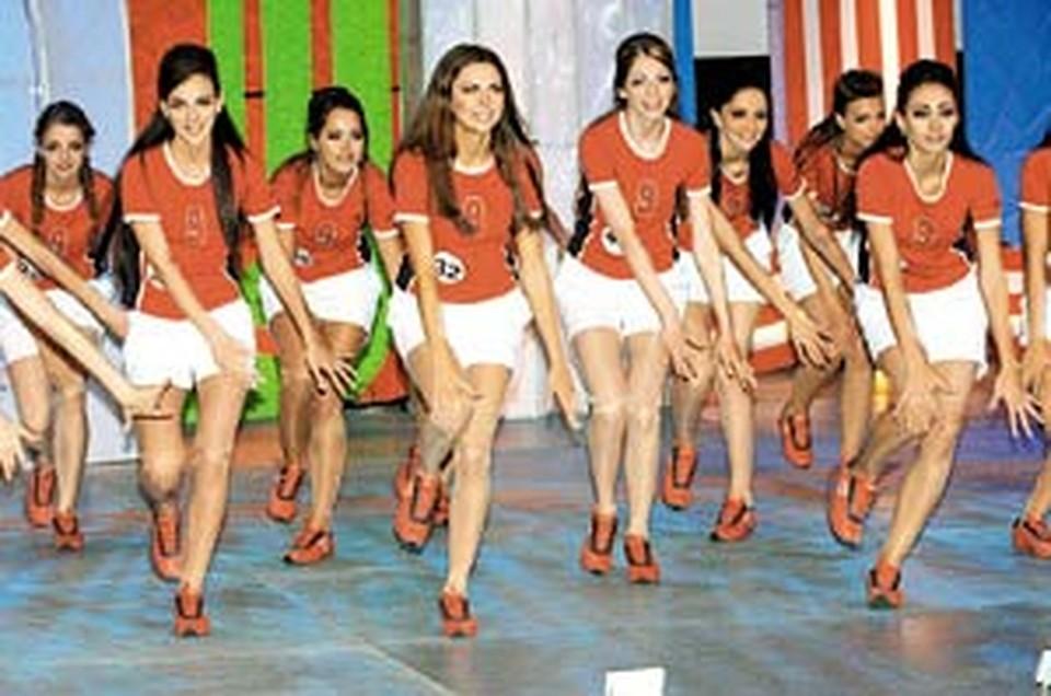 В честь прошедшего чемпионата мира по футболу финалисток нарядили в спортивную форму.