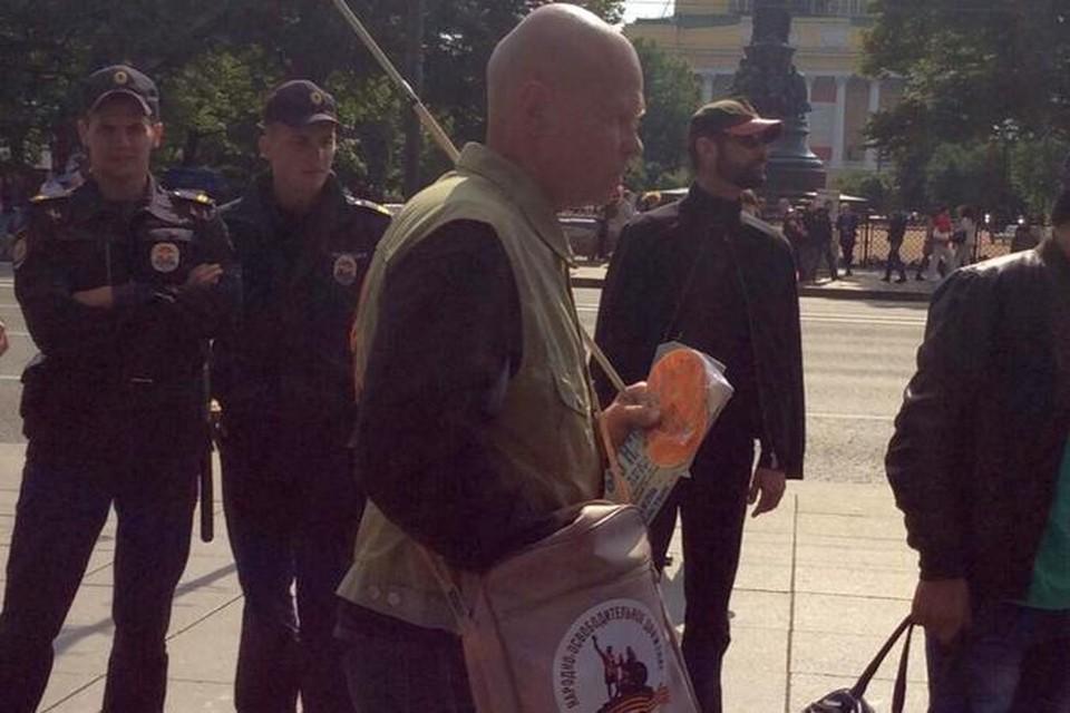 """Этот человек напал на журналиста """"Эха Москвы"""". Фото: www.facebook.com/arseniy.vesnin"""