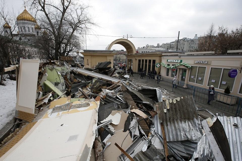 В Москве снесли незаконно построенные торговые павильоны