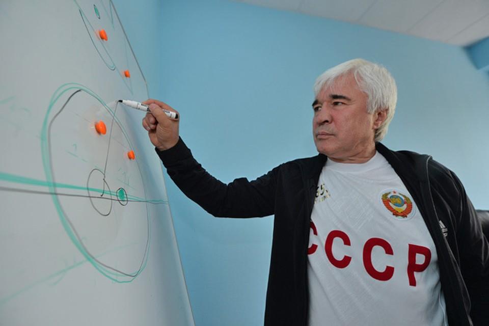 Легендарный футболист Евгений Ловчев дал прогноз в эфире Радио «Комсомольская правда», как сегодня могут сыграть наги команды в Лиге Европы
